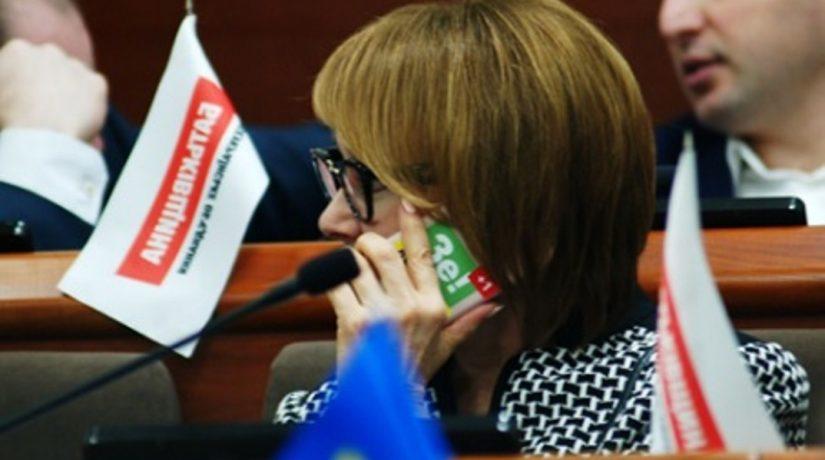 На телефонах нескольких депутатов Киеврады заметили наклейки «Зе!»