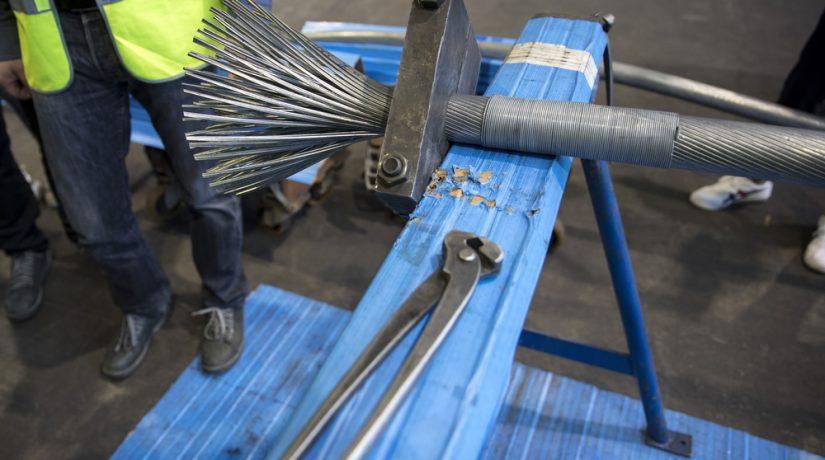 Тросы для нового пешеходного моста производят на немецком заводе