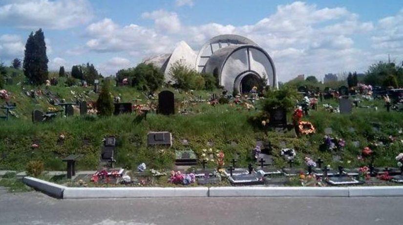 Почти 500 га городских кладбищ очистят от мусора и обустроят к поминальным дням