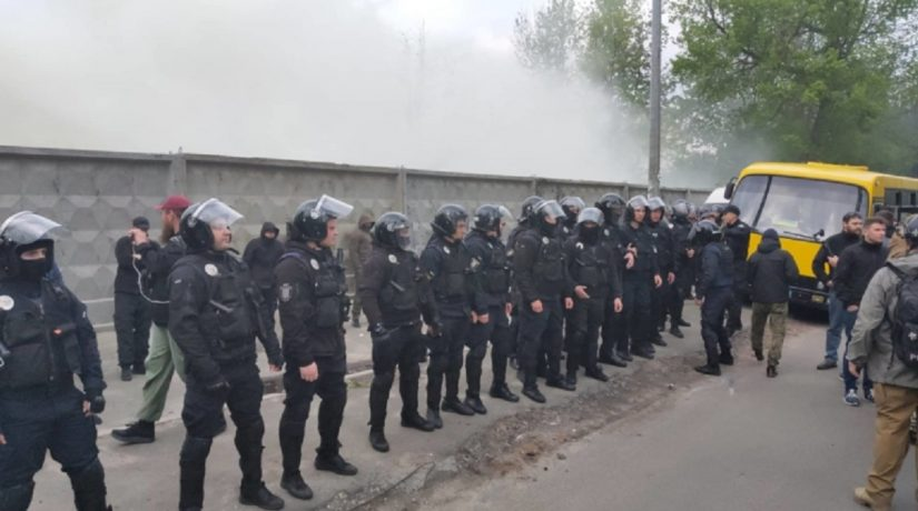 В Протасовом Яру произошла потасовка из-за вырубки деревьев под застройку