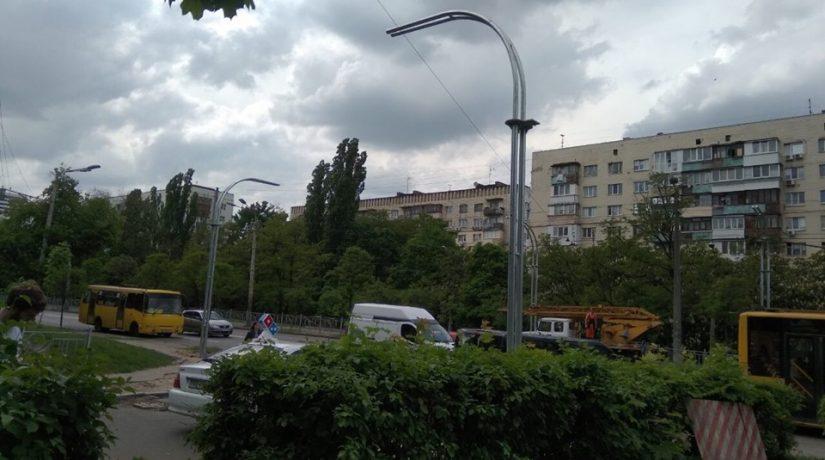 На Голосеевском проспекте появился новый наземный переход и светофор