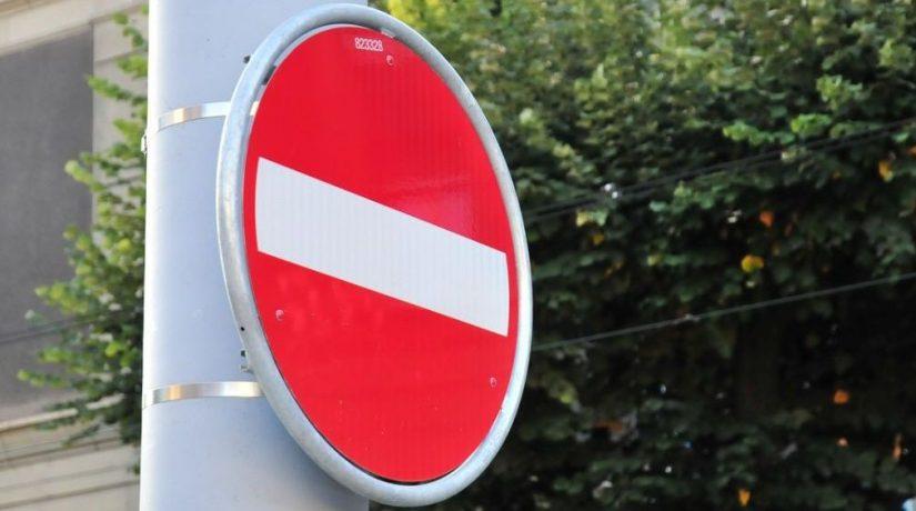 запрет движения, знак