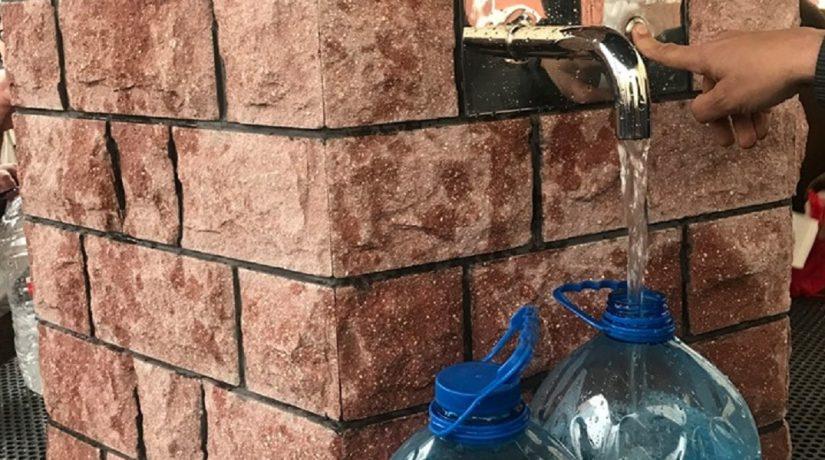 Вандалы изувечили новый бювет в Оболонском районе