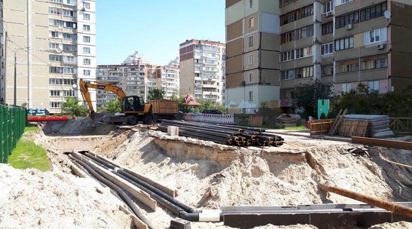 «Киевтеплоэнерго» меняет на Троещине трубопровод, перенесший за сезон 24 аварии