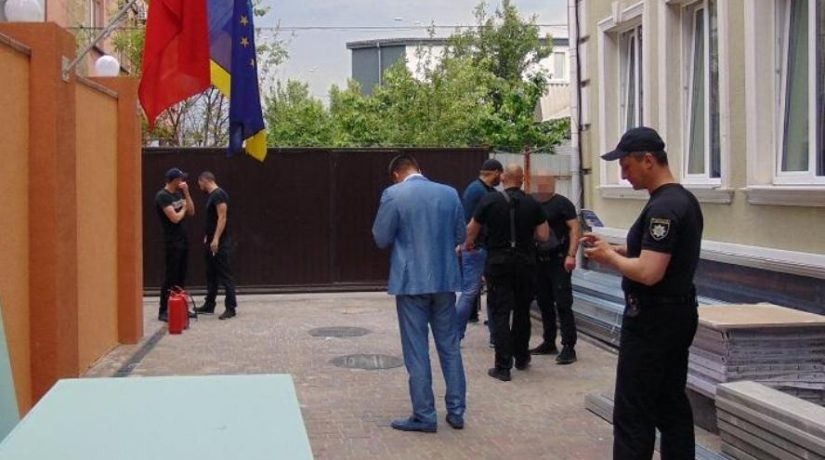 Рейдеры пытались захватить гостиницу на улице Стеценко