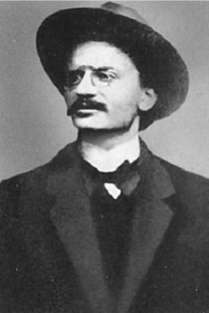 Л. Д. Троцкий в 1902 г.
