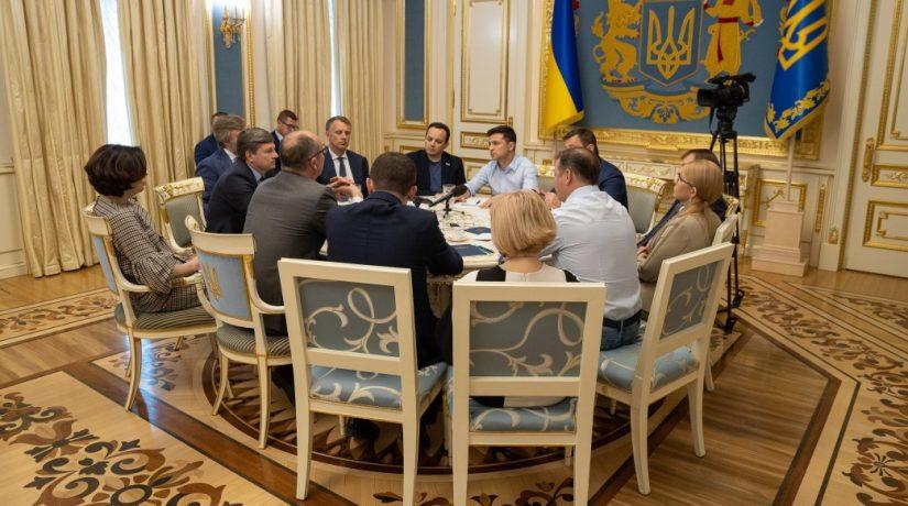 В АП состоялись консультации относительно возможного роспуска парламента