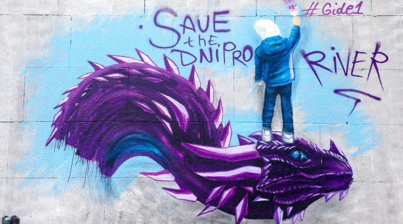 На набережной Днепра появился мурал с изображением дракона