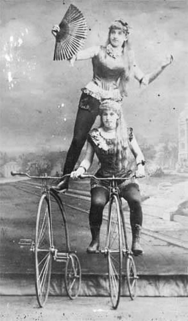 Цирковые велосипедистки