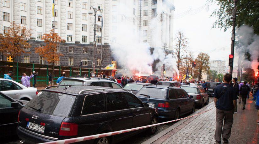 В результате столкновений с активистами пострадал полицейский