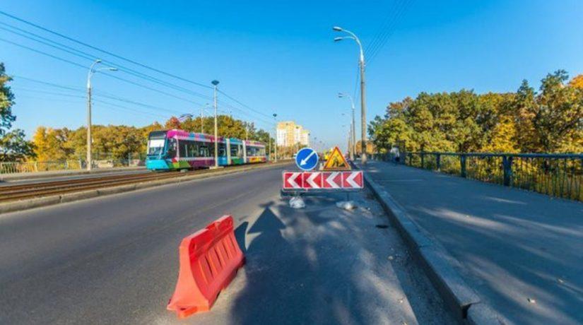 Путепровод на пересечении проспектов Комарова и Леся Курбаса отремонтируют