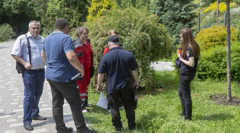 На территории ботанического сада внезапно умер пожилой человек