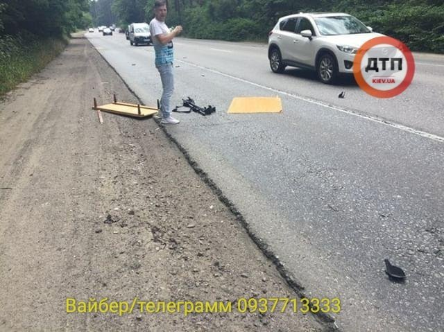 стол на дороге