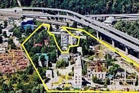 Территория же самого Мостостроя с выходом к воде выставлялась на продажу, компания – банкрот.