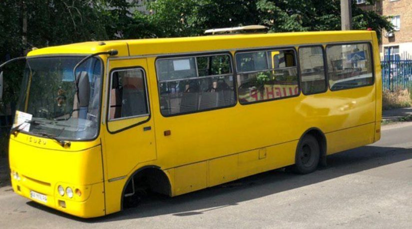 В Днепровском районе у маршрутки отпало колесо