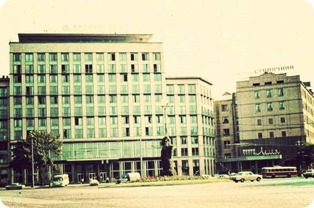 Здание на улице Крещатик, 5 примыкало к отелю «Днепр»