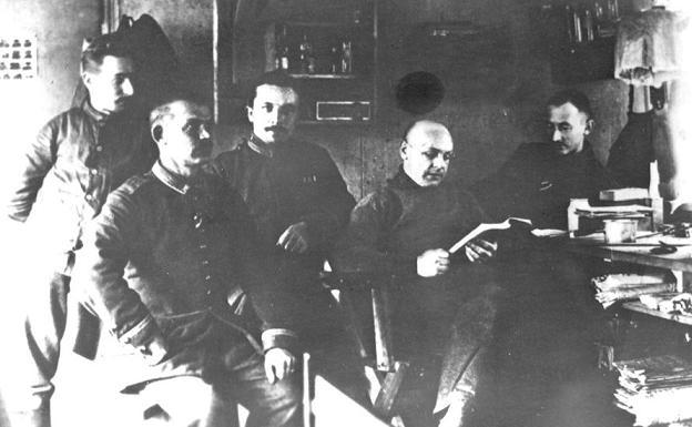 А вот и «виновные» в погроме: члены совета солдатских депутатов австро-германской армии