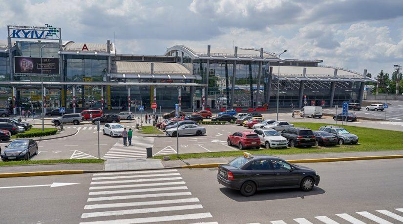 Аэропорт «Киев» изменил условия парковки автомобилей и заезда к терминалу