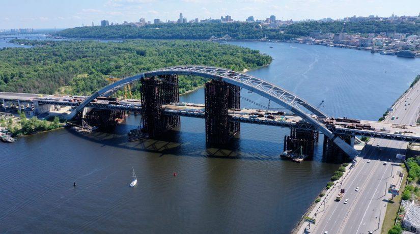 На Подольском мосту началась подготовка к демонтажу временных опор