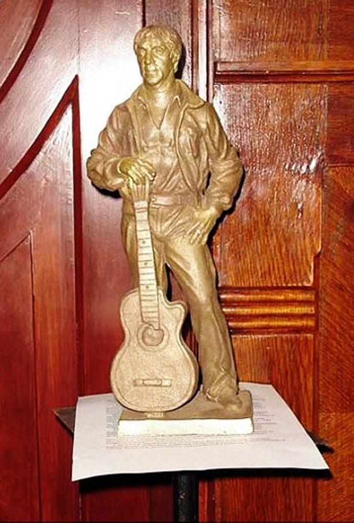 Проект памятника Высоцкому от братьев Озюменко
