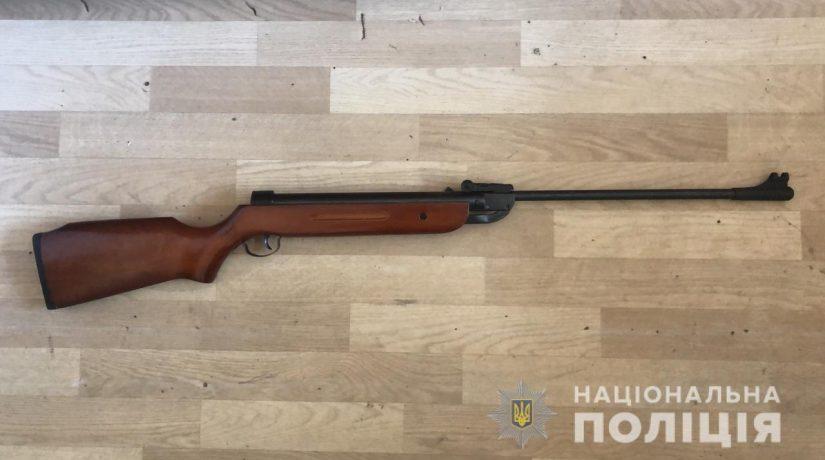 В Киевской области 14-летний подросток прострелил ногу своему брату