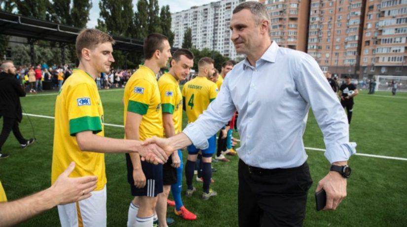 Кличко проинспектировал реконструкцию стадиона «Русановец»