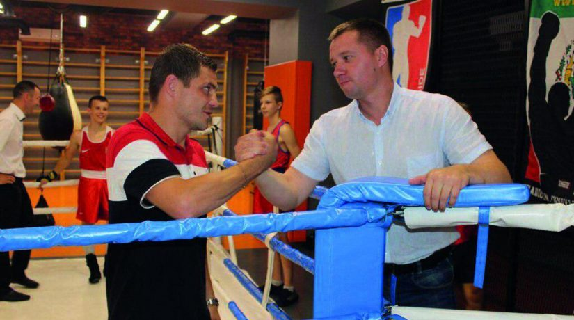 Михайло Терентьєв разом з Денисом Берінчиком привітали юних боксерів