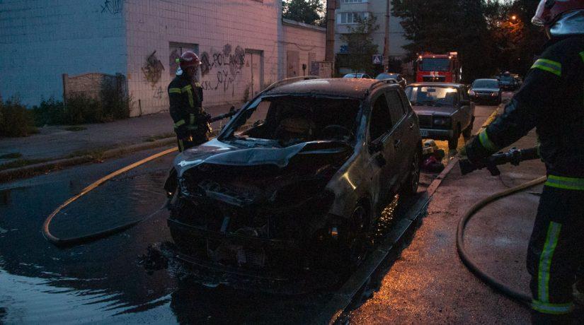 В Киеве за сутки сгорели два автомобиля