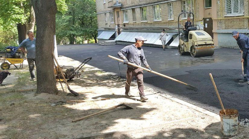 В Киеве отремонтируют более 800 дворов