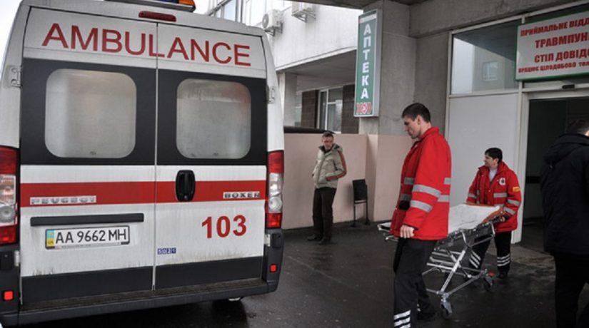 На Теремках женщина получила ранения возле кафе