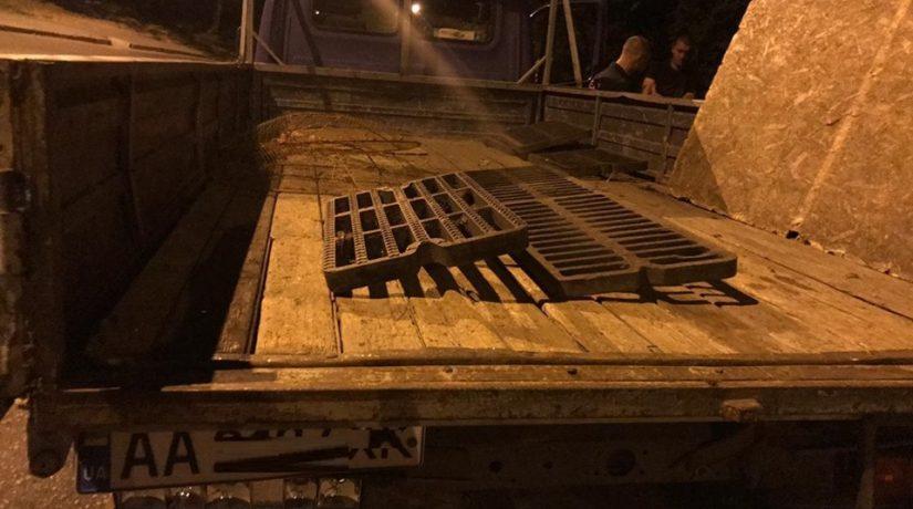 В Голосеевском районе на горячем поймали похитителя решеток водостоков