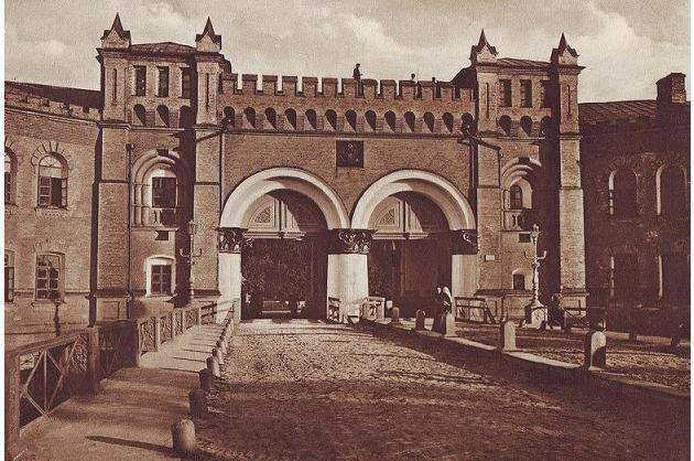 Никольские ворота, ул. Мазепы, 1