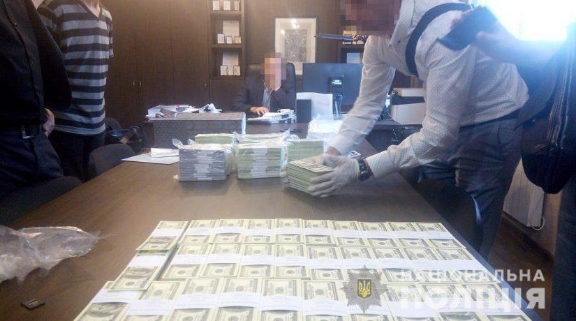 В Киеве на взятке почти $1,5 млн задержали топ-чиновников двух госпредприятий