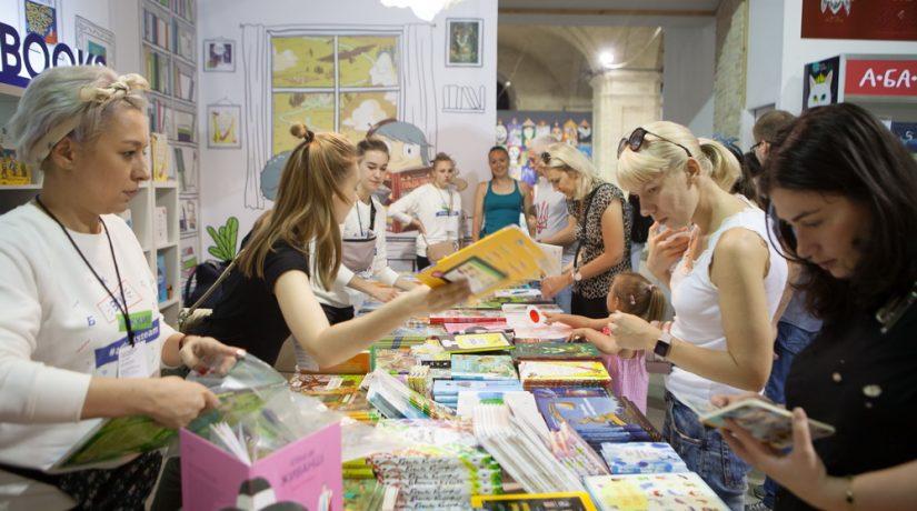 В Украинском доме ко Дню знаний открывается книжная выставка