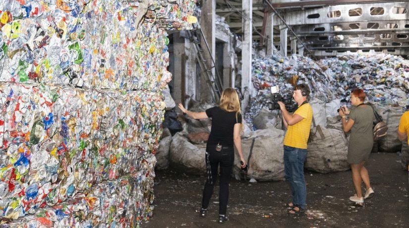 Кто в Киеве копается в вашем мусоре и зачем это нужно