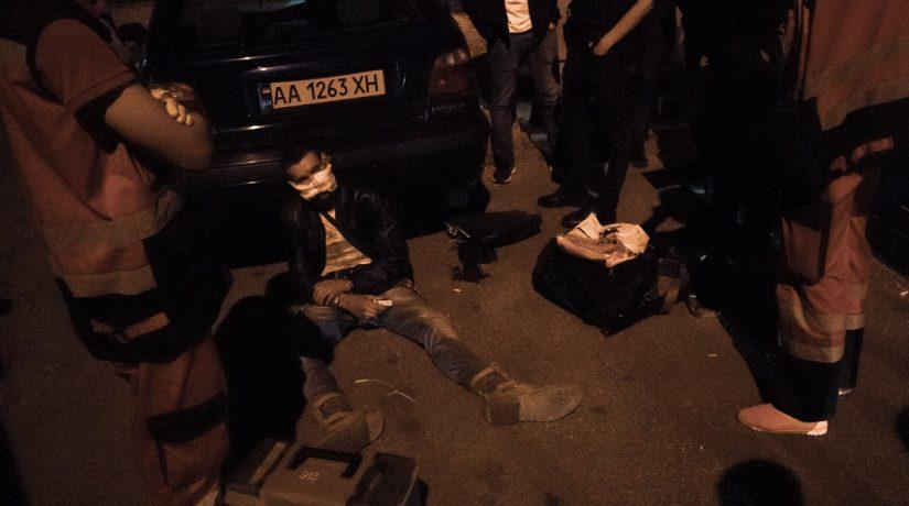 Грабитель, забравшийся в офис депутата, получил от охраны пулю в лицо
