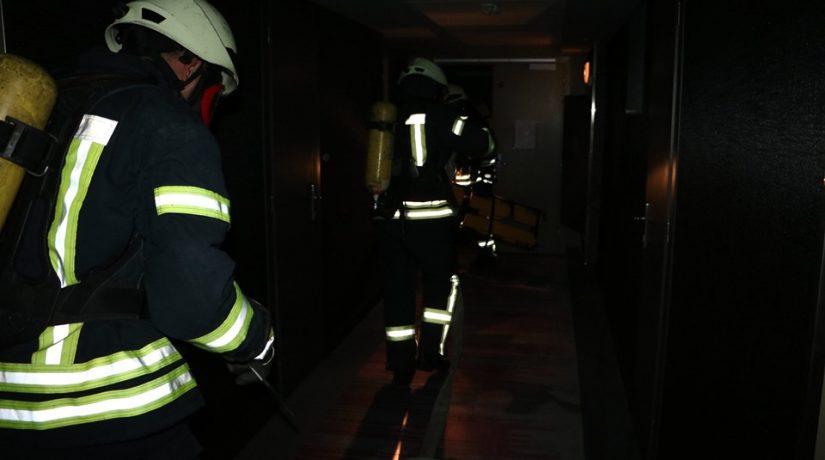 В Святошинском районе на автостоянке сгорели три автомобиля