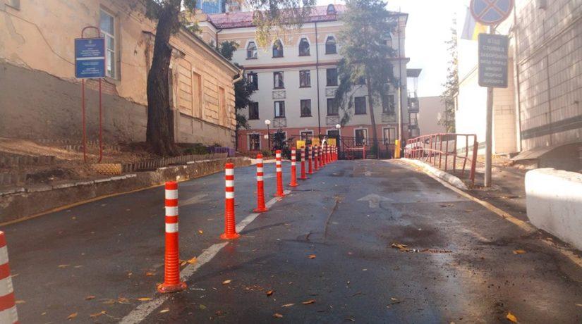 На улице Богдана Хмельницкого установили делиниаторы