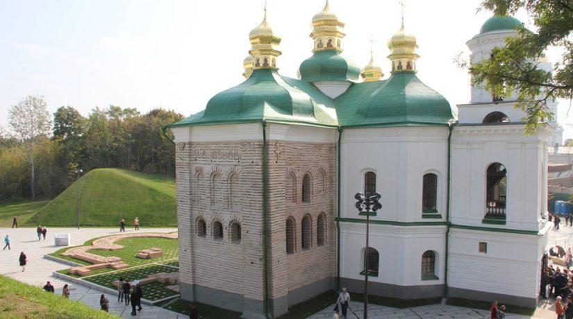 На Печерске открыли отреставрированную церковь – памятник архитектуры XII века