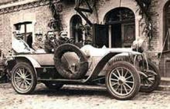 За рулем автомобиля И. И. Подборский