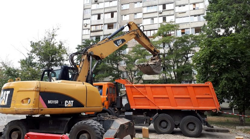 На улице Кибальчича заменят почти 3 км изношенных труб