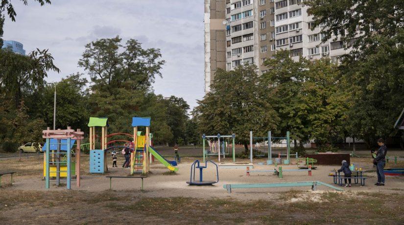 Детские и спортивные площадки: кто ремонтирует и откуда деньги