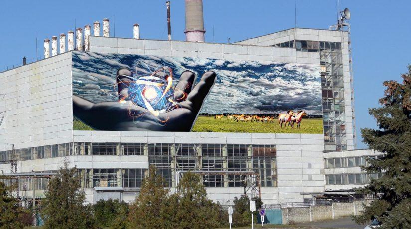 На стене Чернобыльской АЭС началось создание большого мурала