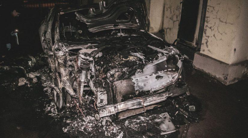 На улице Владимирской сгорел автомобиль Audi А7