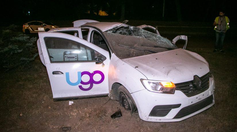 На Столичном шоссе автомобиль врезался в столб и несколько раз перевернулся