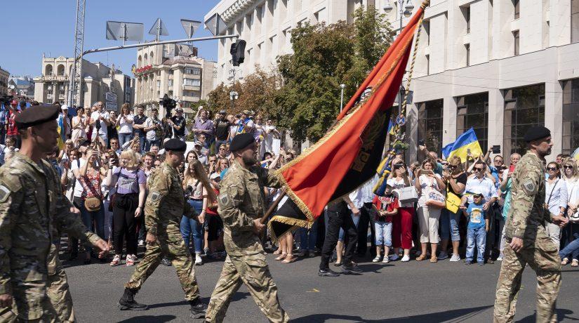 военные, шествие