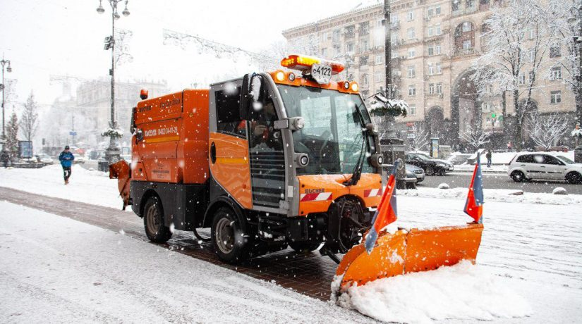 Жидкие реагенты, соль, песок – «Киевавтодор» на 100% готов к зиме