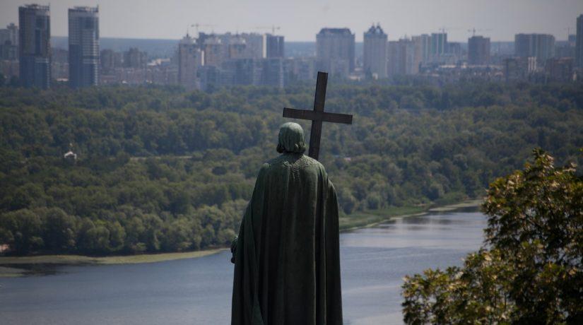 Киевлянка подала в суд на «чертей» в церкви
