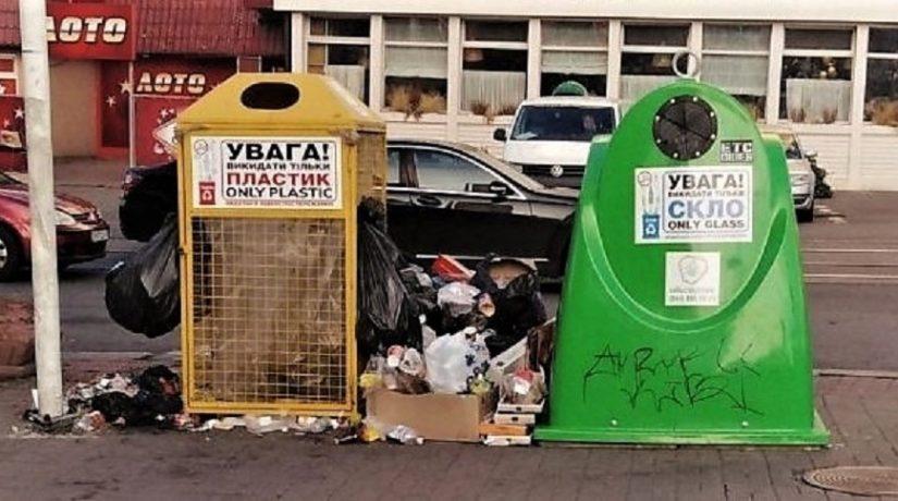 Возле ТРЦ «Украина» убрали контейнеры для раздельного сбора отходов