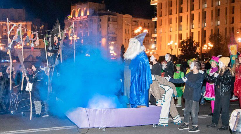 Герои театральных представлений прошлись по Крещатику парадом